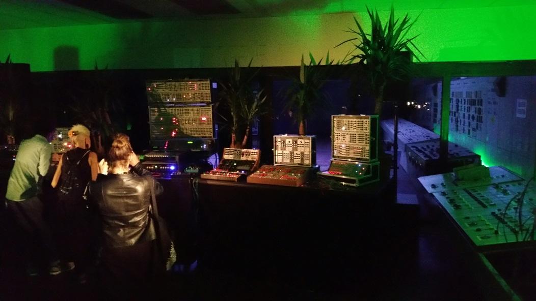 Modular Schaltzentrale – Atonal Festival with SchneidersLaden
