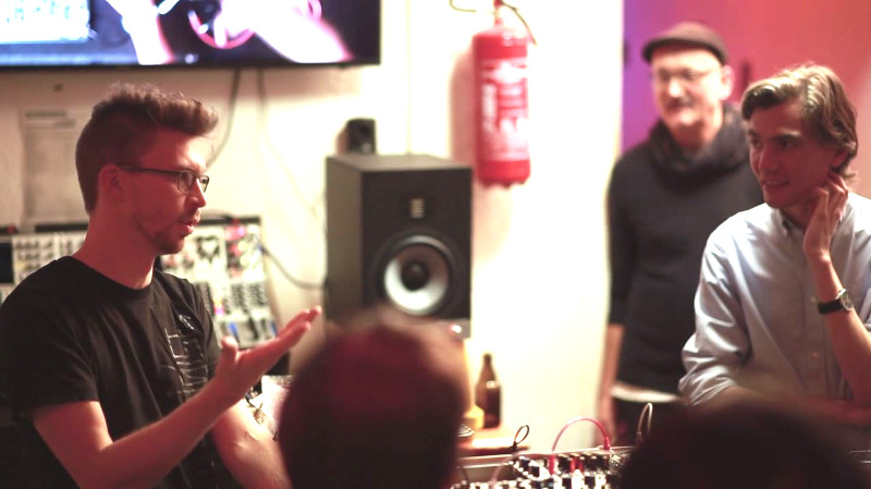 Video: Walker Farrell of Make Noise – Workshop at Schneidersladen